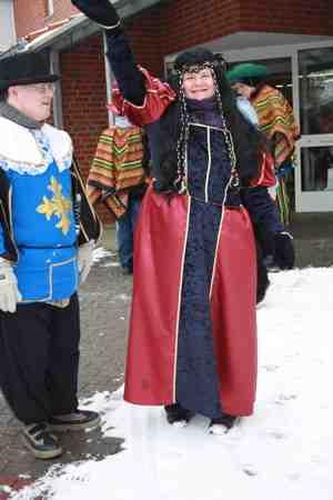Regina und Johannes bereiten sich auf den Ennigerloher Umzug vor.