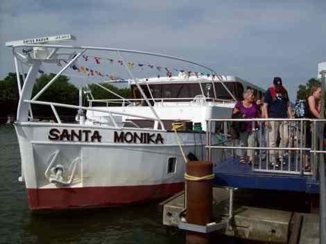 Nach einem ereignisreichen Tag verließen Bewohner, Angehörige und Mitarbeiter des Hauses die Santa Monika.